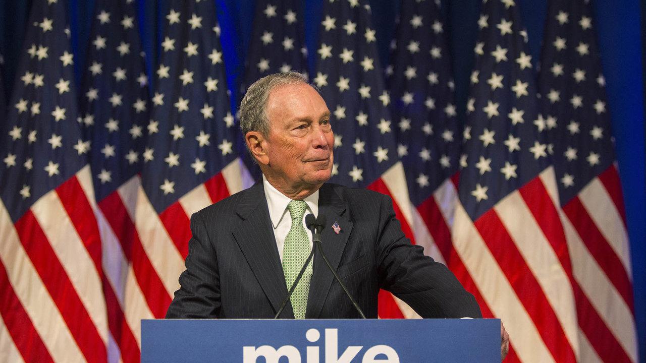 Miliardář abývalý starosta New Yorku Michael Bloomberg ovíkendu oficiálně vstoupil doboje oBílý dům. Sedmasedmdesátiletý mediální magnát prohlásil, že Spojené státy si nemohou dovolit mít další čtyřiroky včele republikána...