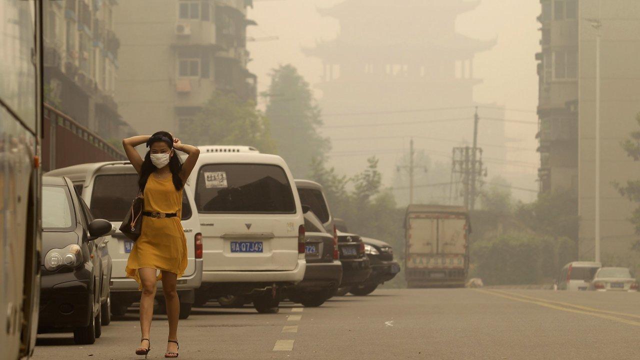 Wu-chan zahalený smogem