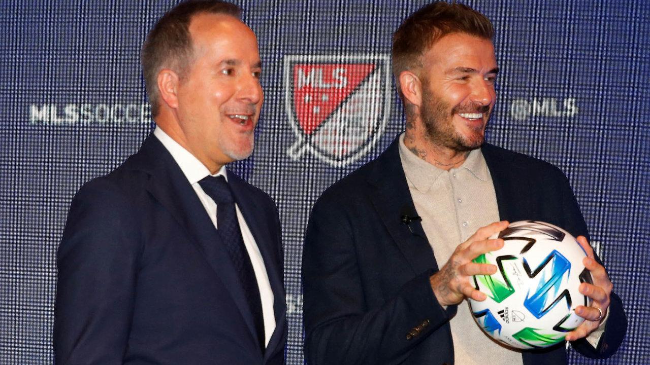 Doboje. Doamerické MLS vstupuje klub Inter Miami. Dvěma zpětice spolumajitelů jsou legendární fotbalista David Beckham apodnikatel Jorge Mas (vlevo).