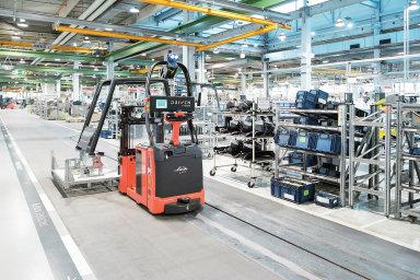 Tradiční výrobci skladových vozíkůčasto spolupracují naautomatizaci snějakou technologickou firmou. Například partnerem Linde Material Handling je francouzská společnost Balyo.