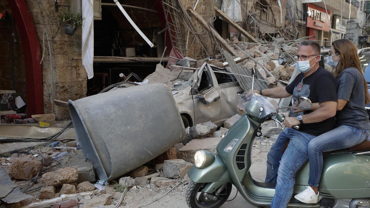 Obyvatelé města včera obhlíželi škody, které výbuch způsobil.