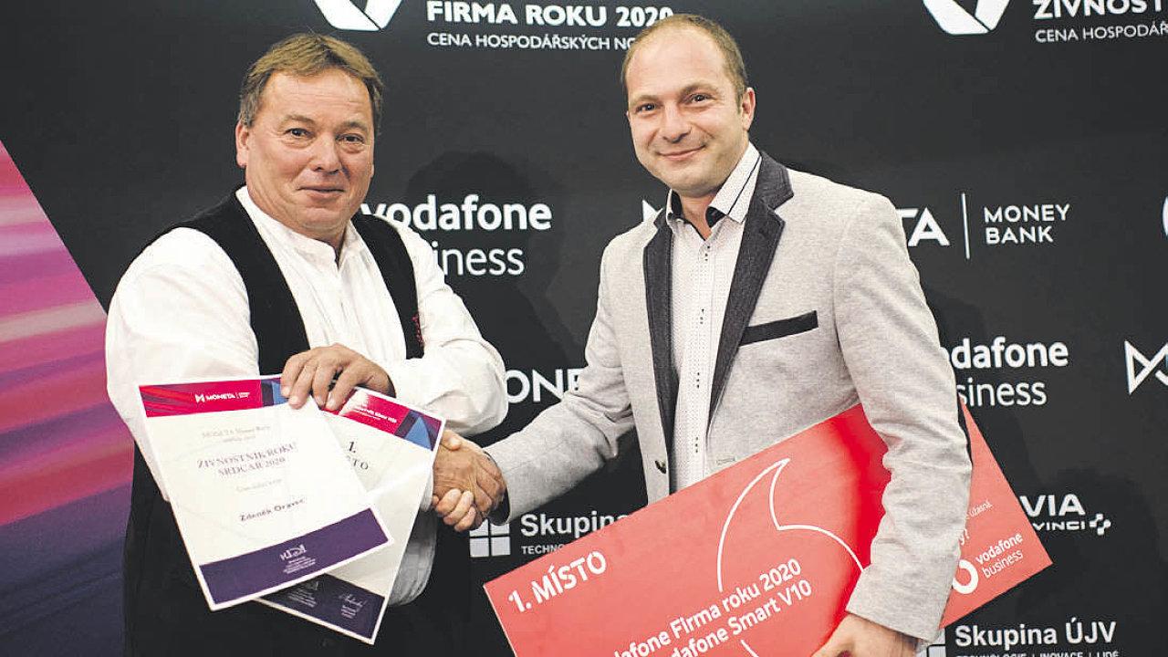 (Zleva) vítězný živnostník Zdeněk Oravec a CEO společnosti EDHANCE Pavel Popluhár