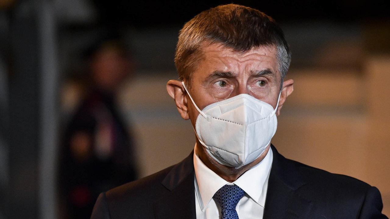 Premiér Andrej Babiš připustil, že uvolnění restrikcí přišlo příliš brzy.