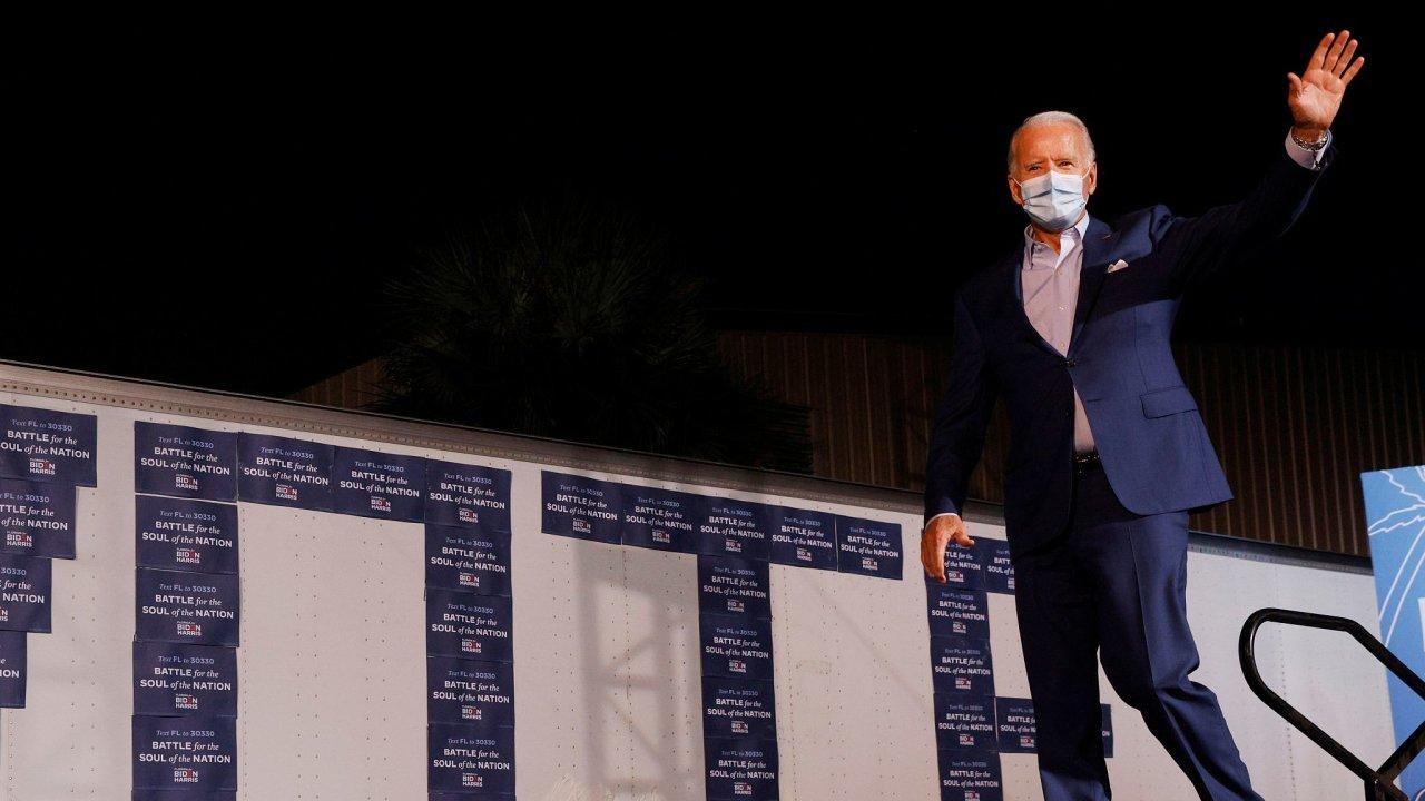 Demokratický prezidentský kandidát Joe Biden při své volební kampani na Floridě.