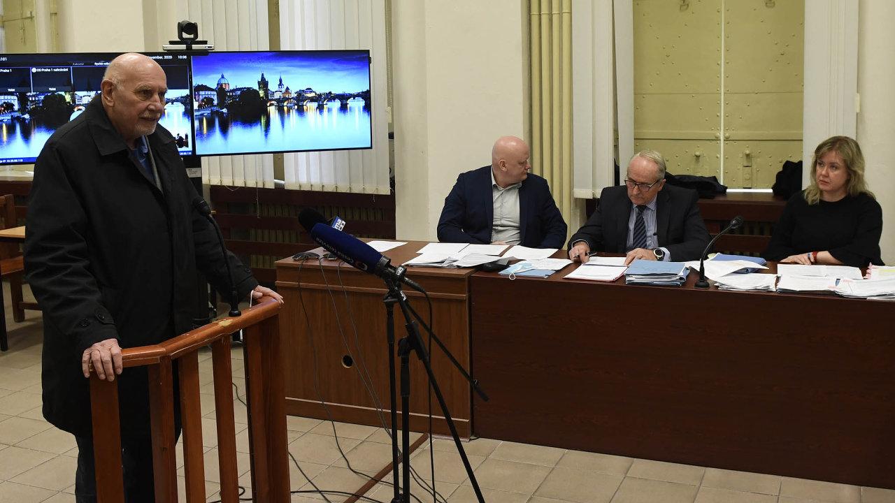 Předseda Ústavního soudu Pavel Rychetský vypovídal v pátek u Obvodního soudu pro Prahu 1, který v ten den zahájil nové kolo řešení sporu v kauze Lidový dům.