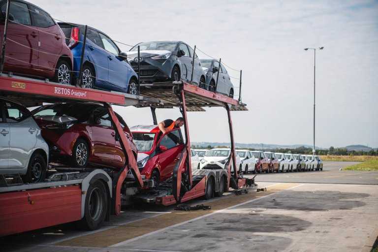 Automobilovou nákladní přepravu aut z areálu zajišťuje Gefco společně s externími přepravci