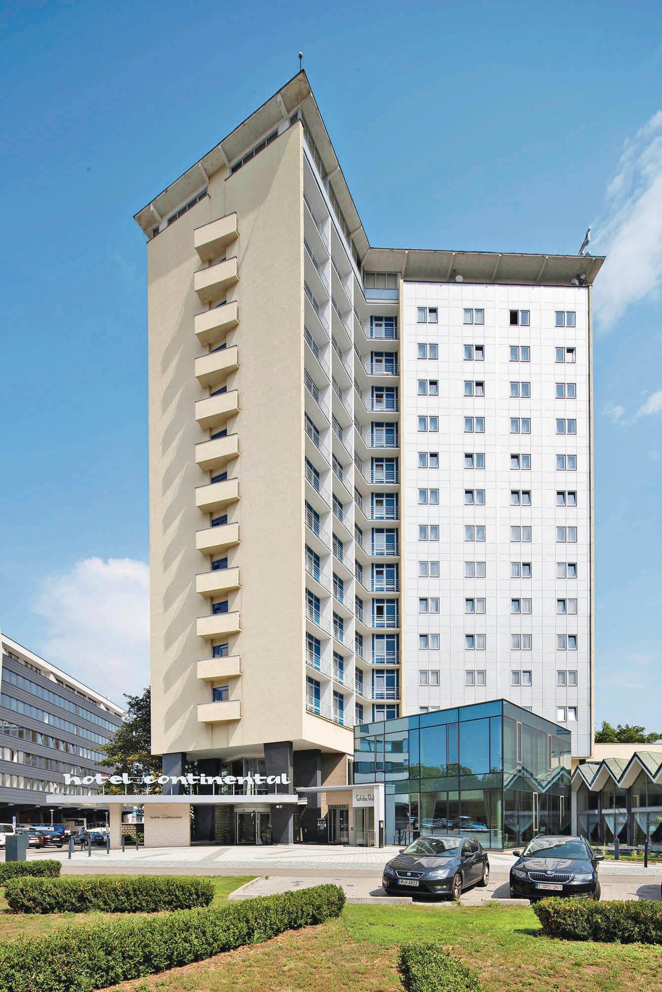 Zjednoduché ubytovny se stal hotel spřistávací plošinou pro vrtulníky nad vyhlídkovou kavárnou.