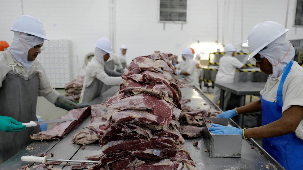 Hackeři nedávno napadli největšího producenta hovězího masa na světě, brazilskou společnost JBS, a požadují peníze. Společnost však nezaplatila a výrobu spustí s pomocí záložního počítačového systému.