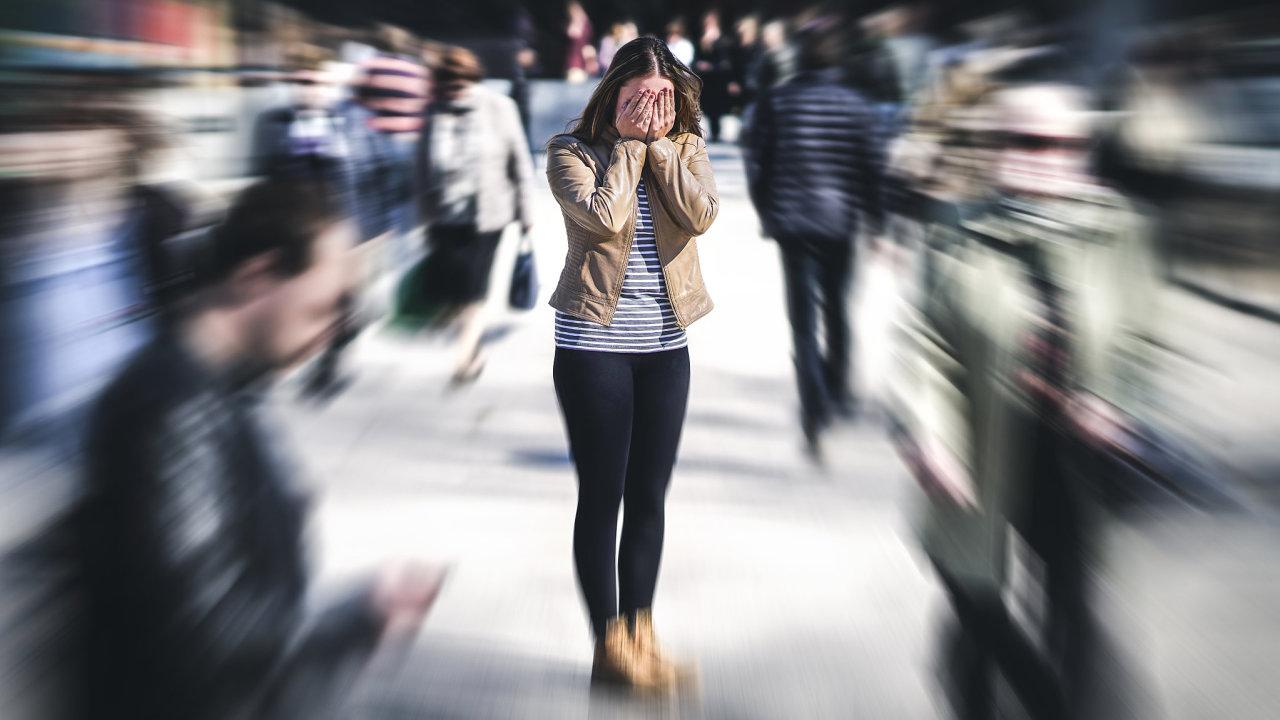 Namísto zákazu, příkazu nebo zákona nastupují projekt, iniciativa amotivace Podle filozofa Byung-Chul Hana současný svět ovládá tlak navýkon. Kdo ho nezvládá, propadá se dodepresí apocitů selhání.