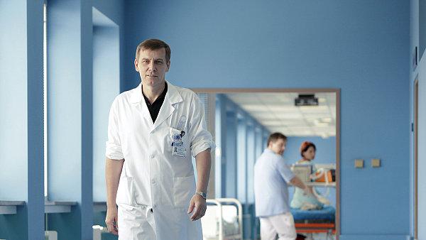 Profesor Jan Bartoníček, šéf oddělení ortopedie a traumatologie v Ústřední vojenské nemocnici