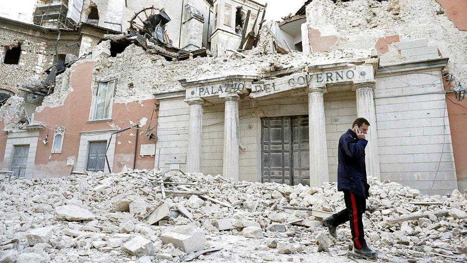 Město Aquila po zemětřesení