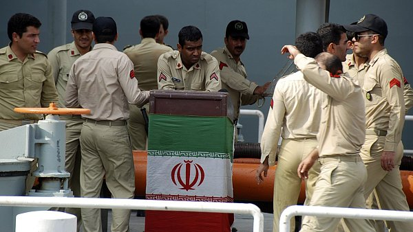 Írán odhalil nové silo pro rakety schopné nést jadernou hlavici. Na snímku je íránská armáda - Ilustrační foto.