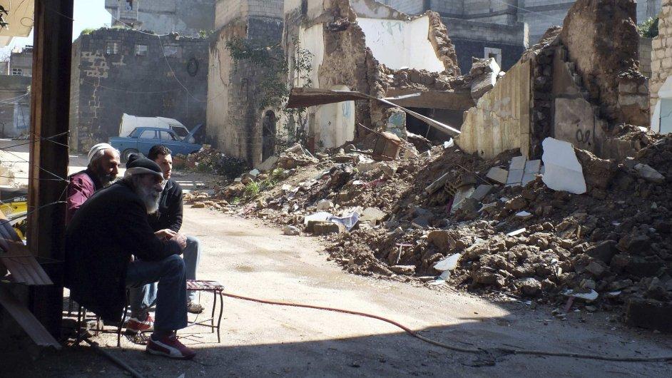 Zničený Homs. Před válkou uteklo už přes milion Syřanů.