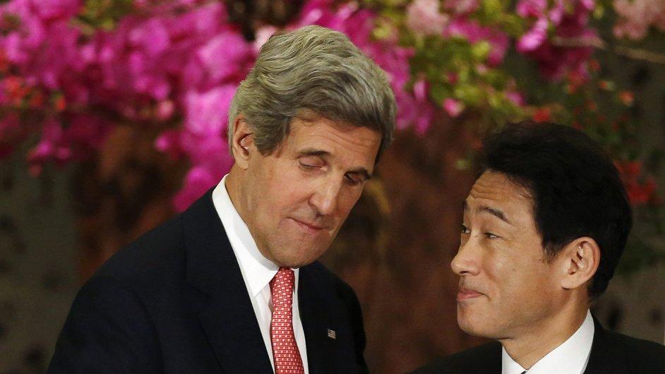 John Kerry na návštěvě Japonska s ministrem zahraničí Fumiem Kišidou