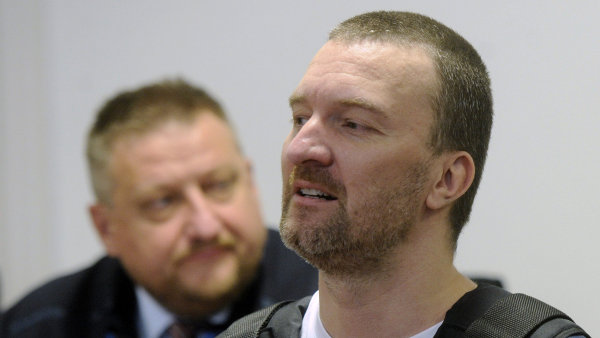 Podle ob�aloby se Pitr s Miroslavem Provodem dopustili zkr�cen� dan� pomoc� fiktivn�ch faktur na reklamn� a zprost�edkovatelskou �innost.