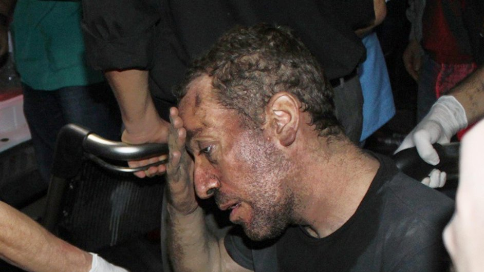 Havíř zachráněný z uhelného dolu v tureckém městě Soma