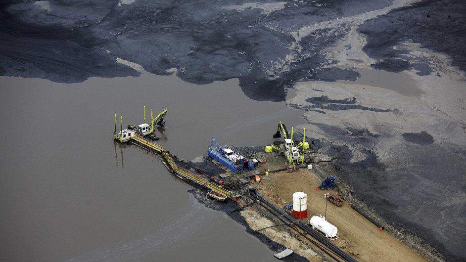 Kanada má třetí největší zásoby ropy na světě. Nejbohatším nalezištěm jsou ropné písky v provincii Alberta