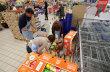 V ned�vn� N�rodn� potravinov� sb�rce lid� a firmy darovali pot�ebn�m 173 tun trvanliv�ch potravin.