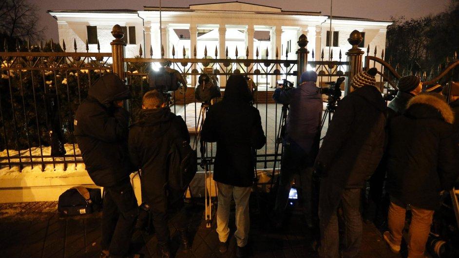 Novináři čekají v Minsku.