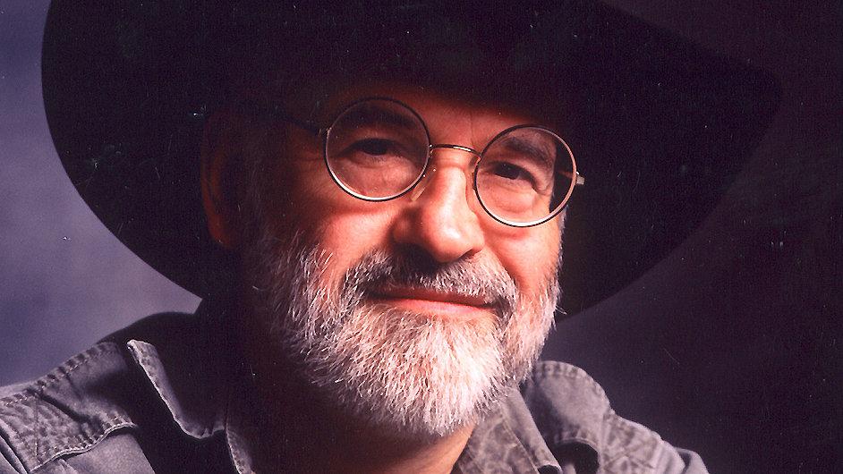 Terry Pratchett se dožil 66 roků.