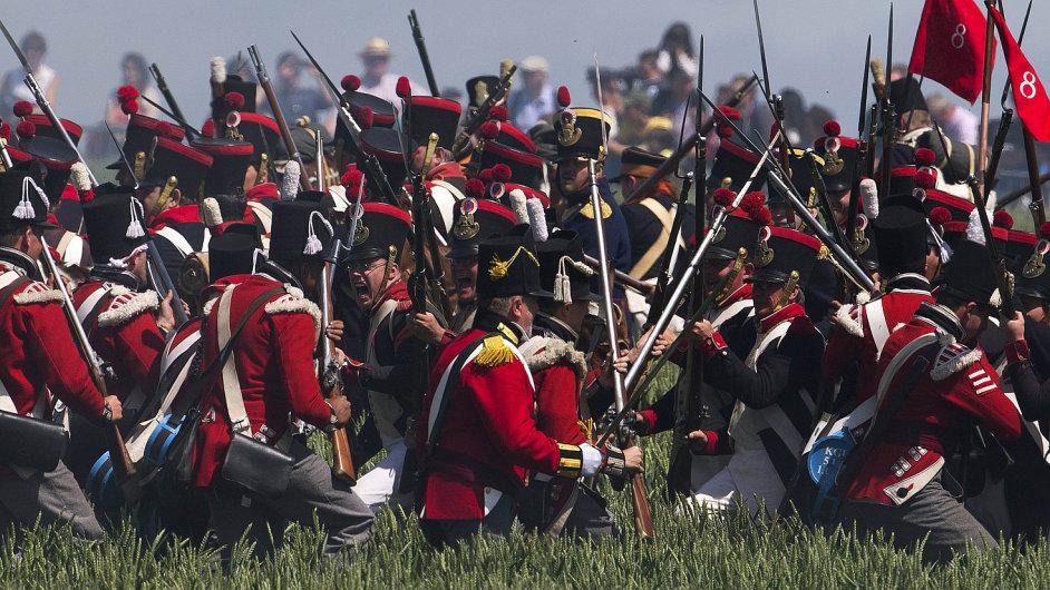 V předvečer Waterloo. V rámci oslav dvoustého výročí bitvy u Waterloo se uskutečnila i rekonstrukce bitvy u Ligny.