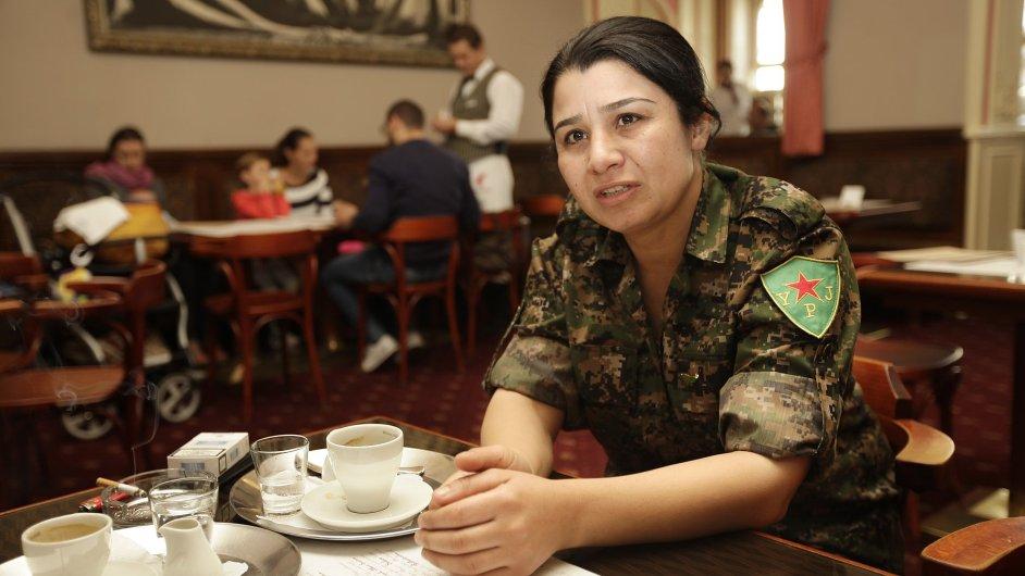 Kurdská bojovnice Nesrin Abdullahová