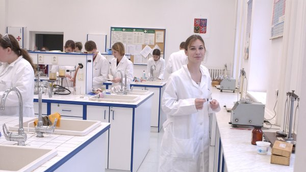 Do školních laboratoří se možná vrátí chemikálie nebo lihové kahany - Ilustrační foto.