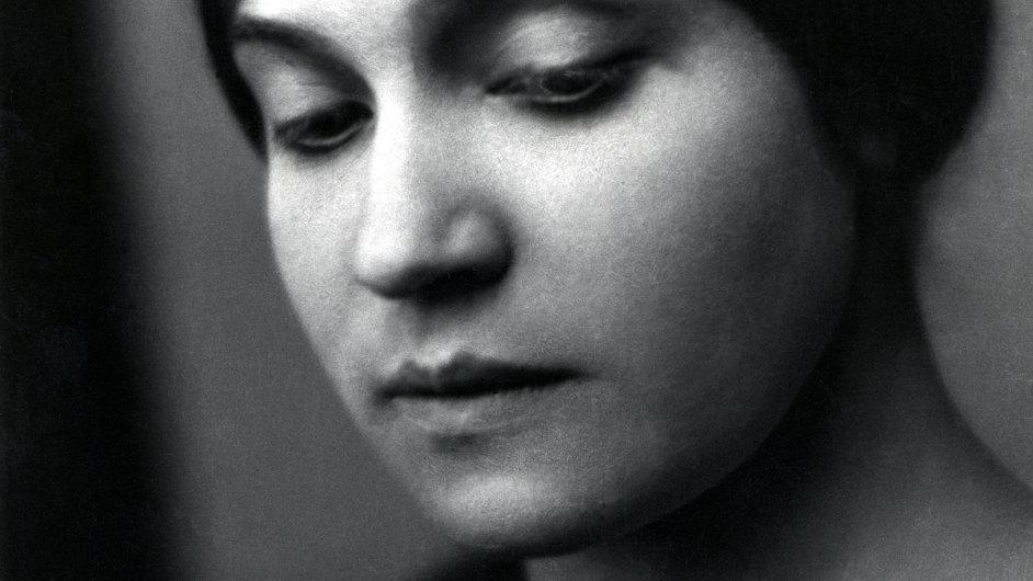 Nakladatelství Labyrint knihu o Tině Modottiové (na snímku) vydává v edici Karawana.