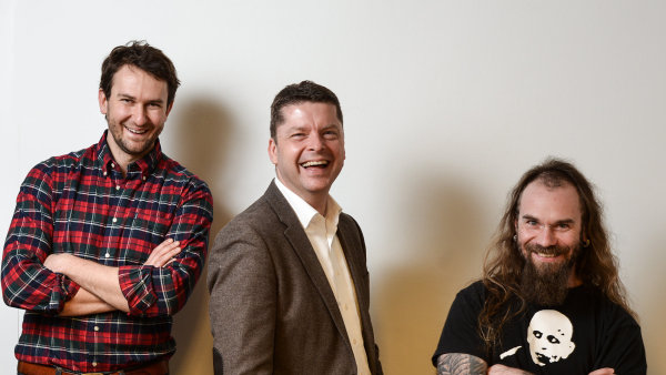 zleva majitel Creative Docku Martin Pejša, generální ředitel AXA ČR a SR Martin Vogl a šéfredaktor Michal Schindler