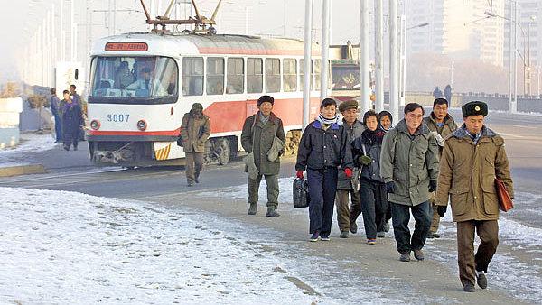 Staré tramvaje a autobusy jsou nejviditelnější českou stopou v hlavním městě KLDR.