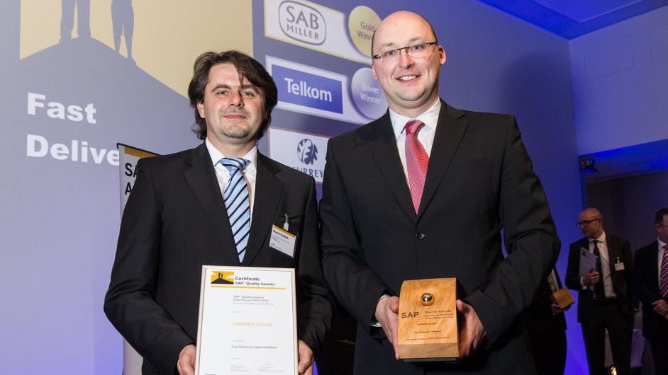 Manažer finančních projektů SABMiller Europe Marek Chobot (vlevo) a kolega Martin Anderle (vpravo)