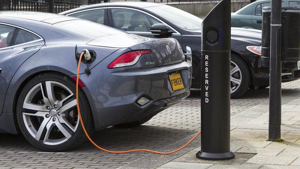 Místo elektromobilů by vozy jednou mohly jezdit na vodík. – Ilustrační foto.