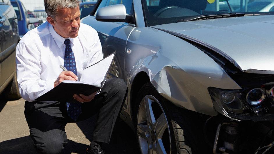 Stejně jako u jiných typů pojistných či finančních produktů i u autopojištění platí, že by si před jeho uzavřením měli spotřebitelé důkladně číst nejen smlouvy, ale i obchodní podmínky.