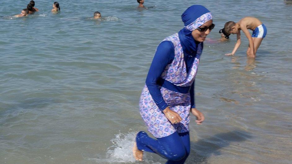 Burkiny se mohou začít vracet na francouzské pláže - Ilustrační foto.