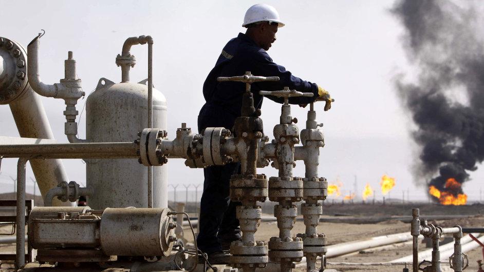 Ropa se po přepočtu cen na koruny prodávala nejlevněji od června 1999.