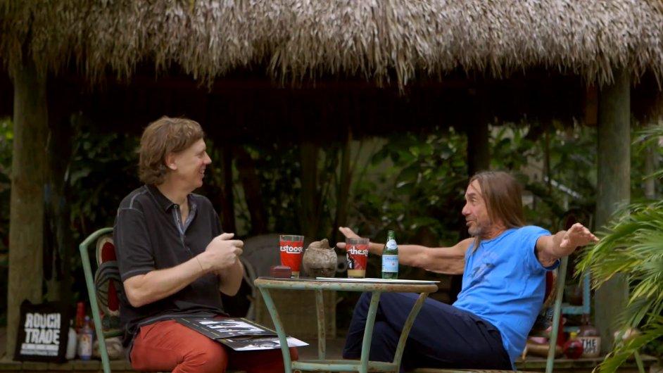 V prvním dílu dokumentu konverzují zpěvák Iggy Pop a kytarista Thurston Moore.