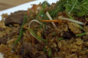 Podívejte se, jak v restauraci Asian Temple připravují indonéskou specialitu