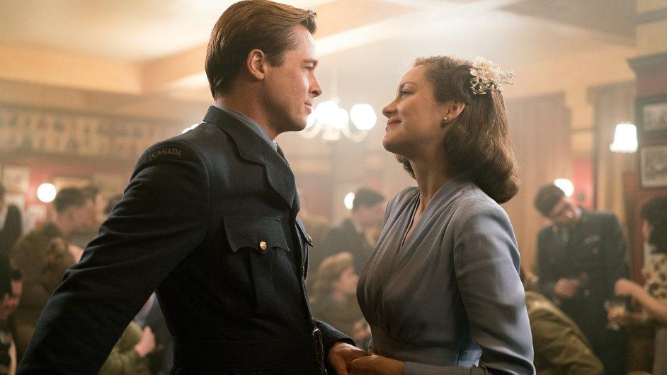 Snímek z filmu Spojenci.