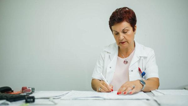 Příliš mnoho papírování: Posudkoví lékaři jsou zavaleni administrativou anapacienty nemají dost času - Ilustrační foto.