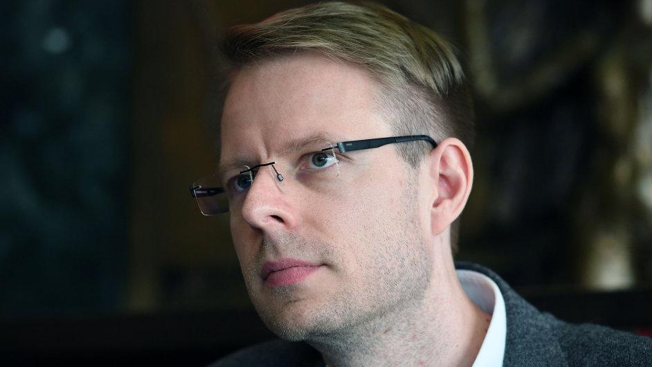 Na snímku z pondělní debaty je autor opery Jiří Kadeřábek.