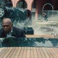 Film Zabiják & bodyguard se označení béčko vyhnul díky dobrým hercům. Postavy dobré nemá, akci ano