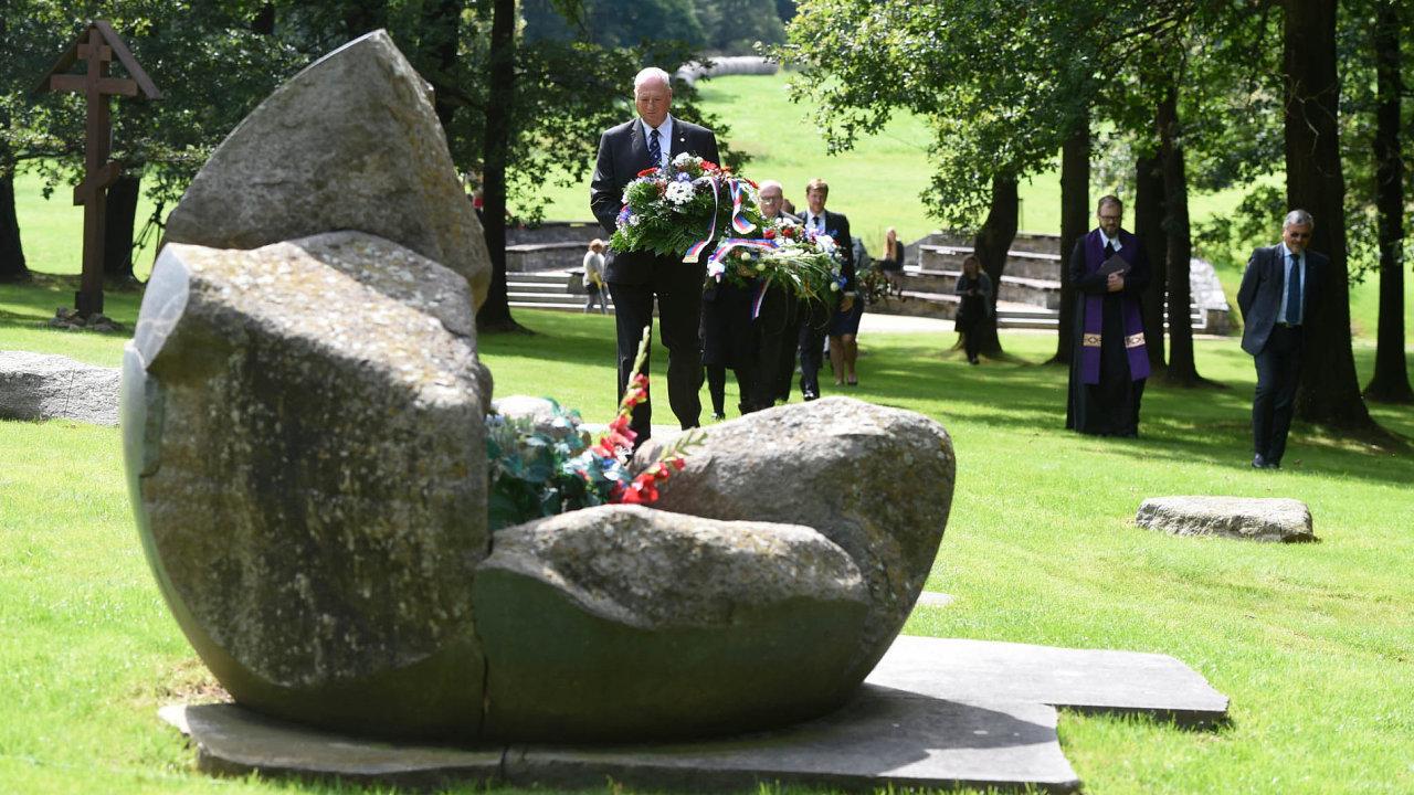Pietní místo Lety u Písku – památník romským obětem holokaustu.