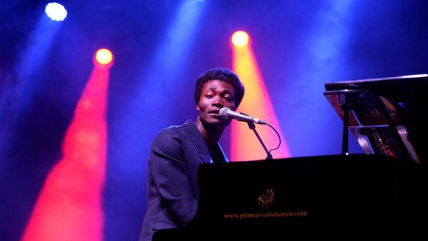 Benjamin Clementine letos vystoupil na festivalu Colours of Ostrava. Tato fotografie pochází z roku 2015 ze španělské Valencie.