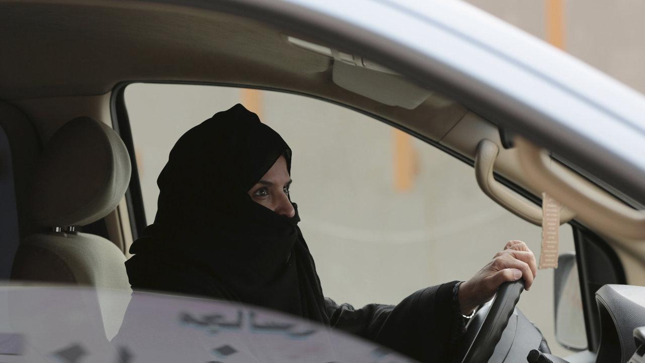 Ženám v Saúdské Arábii bude umožněno řídit, potřebný dekret podepsal tamní král.
