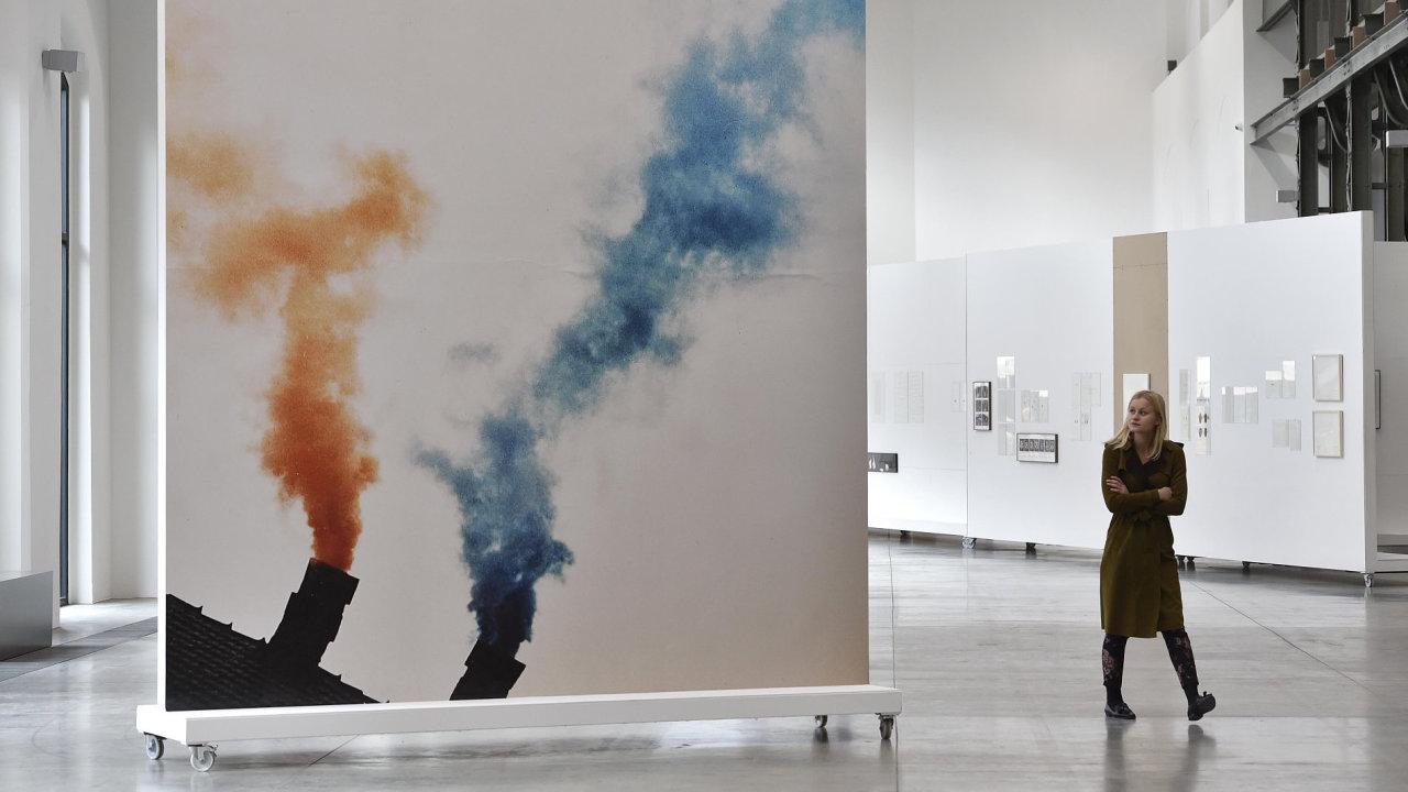 Snímek z výstavy konceptuálního umění ve Fait Gallery.