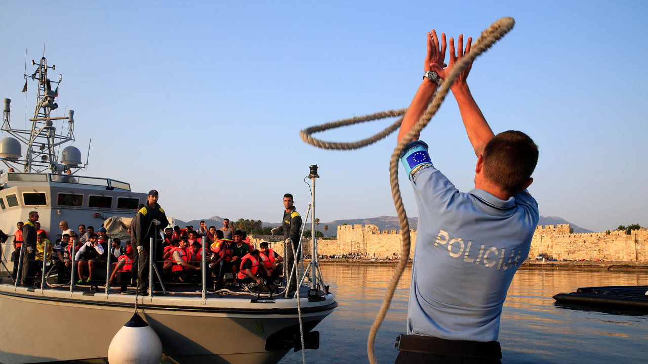 Více peněz nazvládnutí migrace: naboj smigrací aochranu hranic má jít vnovém rozpočtu EU 35 miliard eur.