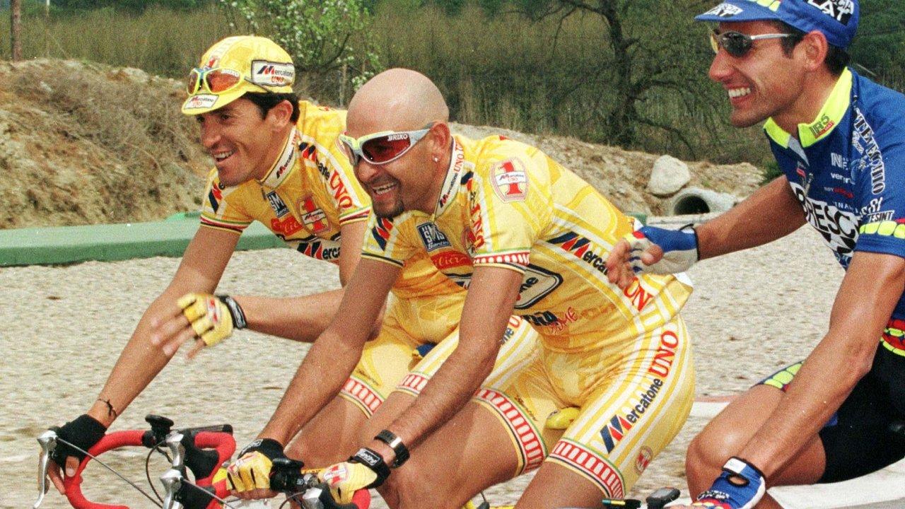 Vítězství za smrt. Někdejší šampion Gira i Tour Marco Pantani zemřel po předávkování kokainem v roce 2004. Poté co ho srazil na dno dopingový skandál s EPO.