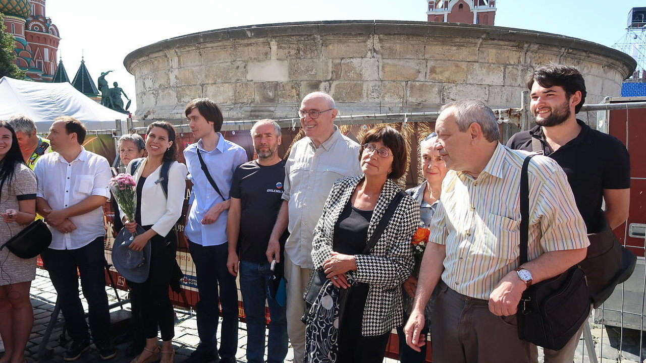 Účastníci vzpomínkové akce na