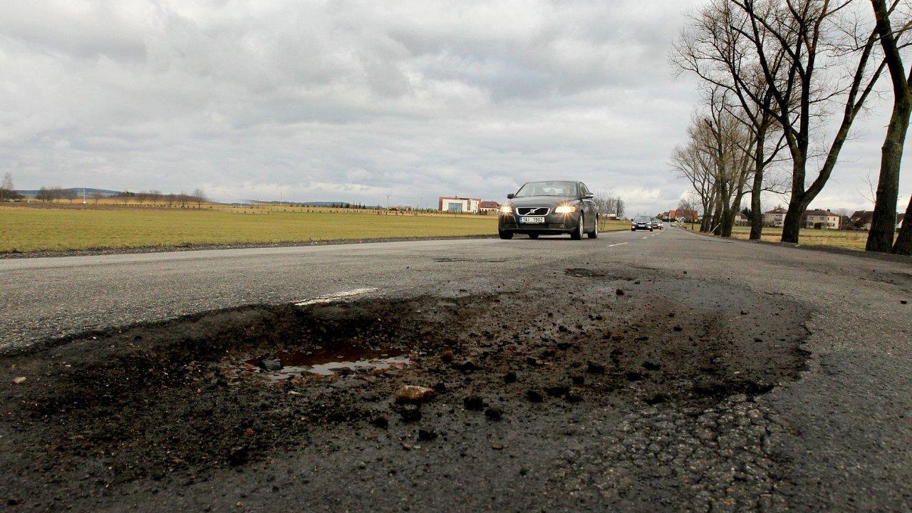 Střední Čechy se historickypotýkají s neuspokojivým technickým stavem a parametry silnic II. a II. třídy ve vlastnictví kraje.