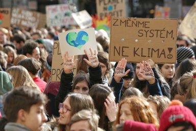 Studenti stávkují proti klimatickým změnám